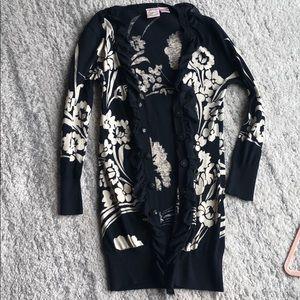 Black and whitening cardigan sweater